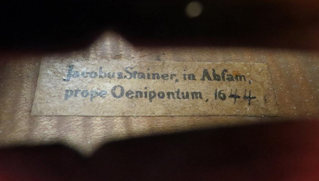 Jacobus Stainer label in German violin